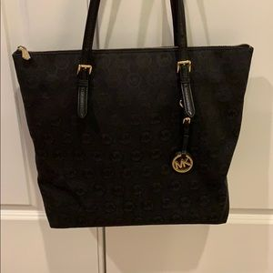 👜 BLACK MICHAEL KORS ZIP TOTE NEXT TO NEW